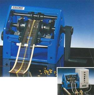 Biege- und Schneidegerät für axial gegurtete Bauelemente